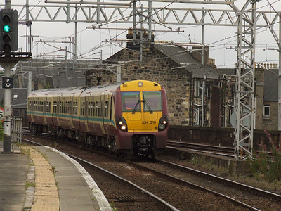 334010 drawing into P2 of Paisley Gilmour Street on a Gourock service