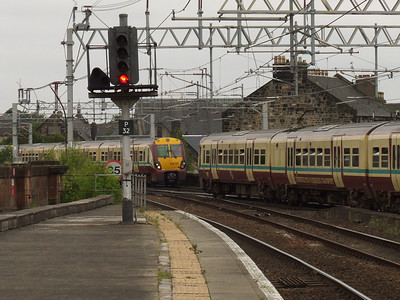 334011 drawing into P4 of Paisley Gilmour Street passed by another Class 334 set on it's was to Glasgow Central