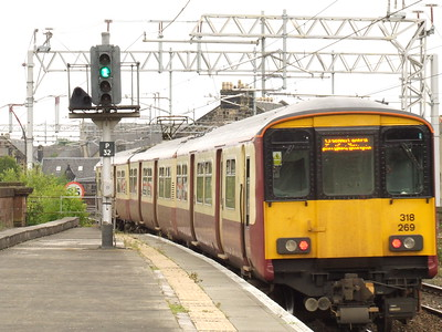 318269 departs from P1 on a service to Glasgow Central