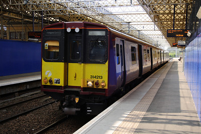 314213 at Paisley Gilmour Street waiting the right away to depart to Glasgow Central