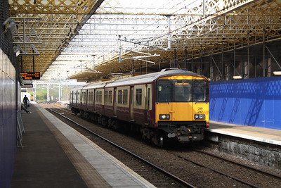 318257 at Platform 1 of Paisley Gilmour Street waiting to depart to Glasgow Central