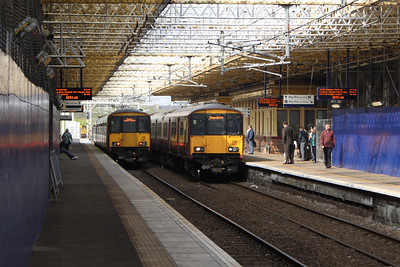 318260 departing for Gourock as 318257 draws into Platform 1 on a Glasgow Central service