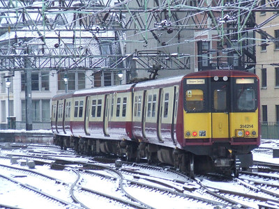 314214 drawing into Glasgow Central