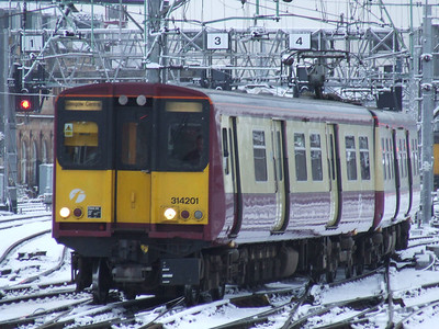 314201 on approach to Glasgow Central
