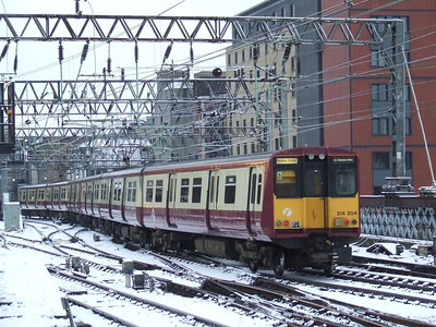 314204 at the rear of a two unit set drawing into Glasgow Central