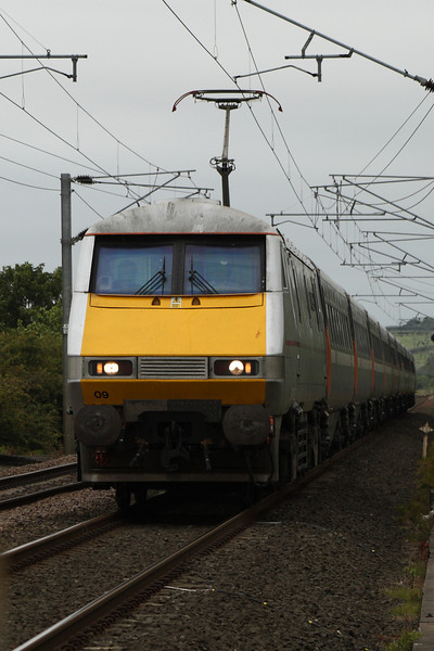 91109 at West Goswick Farm LC whilst heading North at the head of an East Coast service bound for Edinburgh Waverley