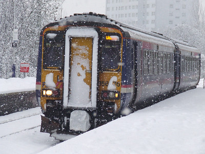 156476 drawing into Pollokshaws West in heavy snow on a Glasgow Central service