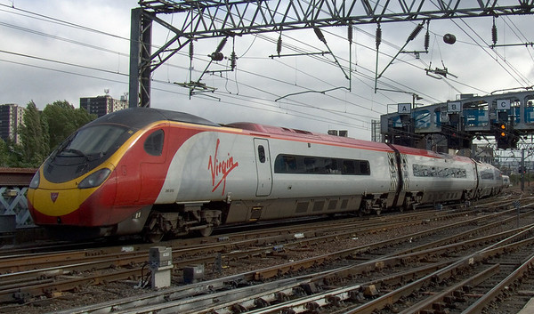 390015 Virgin Crusader approaching Glasgow Central
