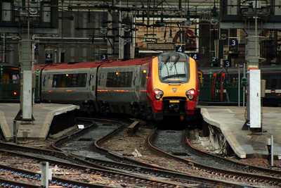 221107Sir Martin Frobisher waiting to depart from Platform 4 on the 1600 Virgin West Coast service to Birmingham New Street