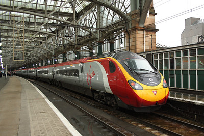 390052 Virgin Knight/Supporting British Athletes - Alison Waters at P10 of Glasgow Central due to work ongoing to P1