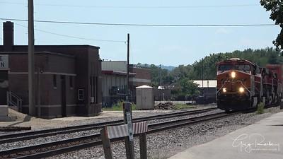 BNSF In Prairie du Chien, Wisconsin - Railfanning BNSF