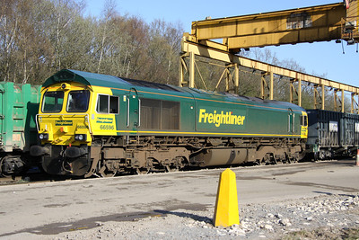16 April. 66596 is spotted below the unloading terminal at Calvert having worked in on the 1319 Dagenham - Calvert.