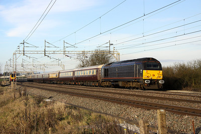 11 December. Royal skips on the Northern Belle at Chelmscote. With 67006 on the rear, 67005 Queen's Messenger leads the 1Z42 0707 Liverpool Lime Street - Kensington Olympia.