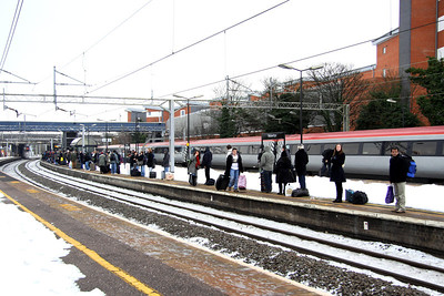 24 December. With the failure of 90045 on 1G16, all passengers were detrained and crossed to platform 3 to await an additional stopping pendolino in the form of 390052.