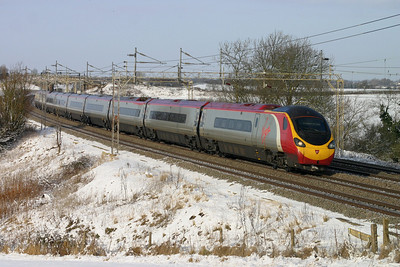9 January. Staple diet on the WCML, 390024 Virgin Venturer heads south at Chelmscote.