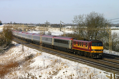 9 January. 90039 is seen working the pretendolino set as the 0950 Birmingham New Street - Euston past a snowy Chelmscote.