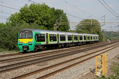 4 June. LM 321412 heads south at Chelmscote on the 1632 Bletchley - Euston ECS.