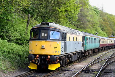 15 May. 33019 Griffon approaches Shackerstone with a service from Shenton.