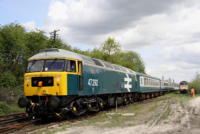 15 May. 47292 carries large logo livery minus the full yellow cabsides. She is seen here at Rushcliffe Halt on the rear of the 1045 Loughborough - Ruddington.