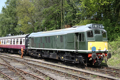 15 May. D5217 (25067) stands at Shackerstone on the Battlefield Line with the 1415 Shackerstone - Shenton.