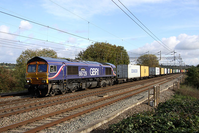 23 October. 66729 DERBY COUNTY  glides past Chelmscote on 4M23 1059 Felixstowe - Hams Hall.