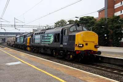 9 October. A week after partnering 37229, 37667 has 37259 for company on the 1005 Dungeness - Crewe at Wolverton.