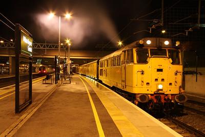 25 October. 31602 DRIVER DAVE GREEN stands at Milton Keynes on the 3Q68 Euston BOR - Selhurst TRSMD via Milton Keynes.
