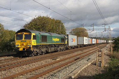 23 October. 66541 is caught in the sun on the 1006 Felixstowe - Crewe Basford Hall.