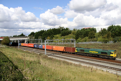 9 September. 66562 passes Portway working the 4L57 1306 Daventry - Tilbury.