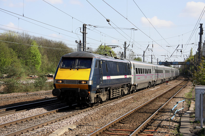 9 April. 91126 speeds north at Hitchin with the 1S21 1500 King's Cross - Glasgow Central.