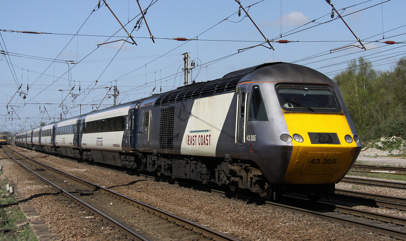 9 April. 43305 is seen heading north at Hitchin on the rear of the 1S16 1230 King's Cross - Edinburgh.