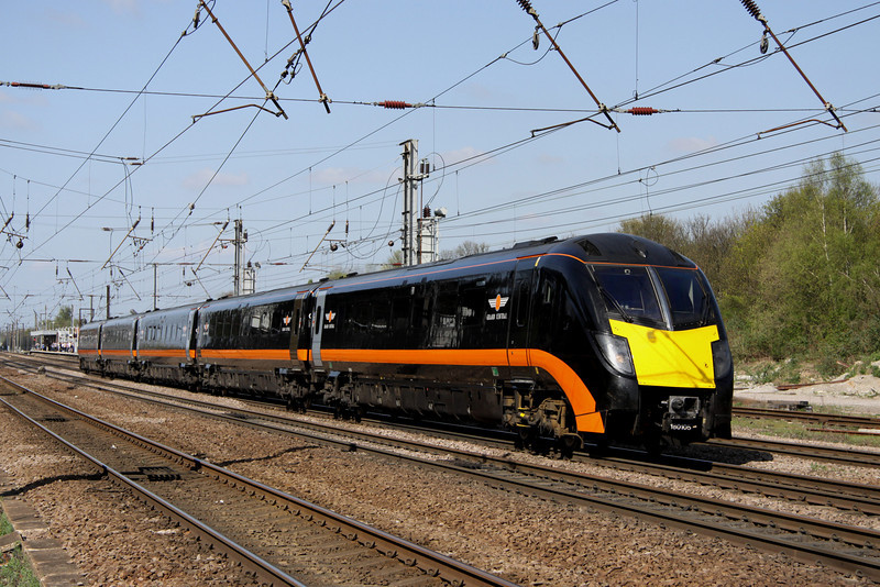 9 April. 180105 heads south at Hitchin on the 1022 Bradford Interchange - King's Cross.