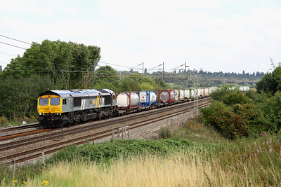 19 August. No sun, but 66434 still flies the Fastline livery banner albeit working for DRS. Seen here passing Chelmscote on the 4M71 1053 Tilbury - Daventry sugarliner.