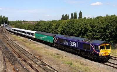 19 August. GBRf 66723 Chinook in glorious sun approaches Banbury with class 508 units 508210 + 508201 in tow sandwiched between the Arlington barriers, 975974 Paschar and 975978 Perpetiel working the 5O08 1000 Donnington RFT - Eastleigh.
