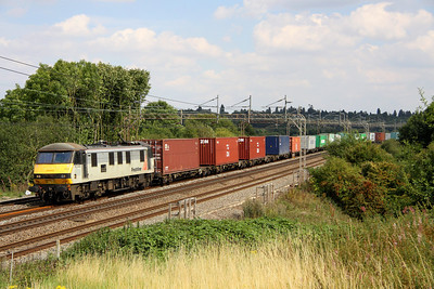 19 August. A Freightliner 90 in grey with a large nameplate - it can only be 90043 Freightliner Coatbridge passing Chelmscote on 4M88 0920 Felixstowe - Crewe