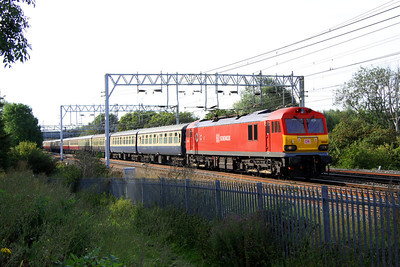 20 August. Only recently released out of Toton Paint Shop, 92042 passes Bradwell with The Limestone Cowboy, the 1Z92 0740 Euston - Hindlow. 92042 was replaced at Crewe by 66121 + 66122.