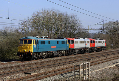 4 March. A trio of 86's. 86701 Orion leads 86702 Cassiopeia + 86101 Sir William A Stanier FRS as they head for Willesden at Chelmscote