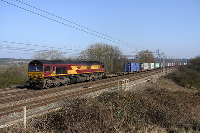 4 March. 66112 hauls the 4M74 0445 Ipswich Griffin Wharf - Birch Coppice through Chelmscote running considerably late..