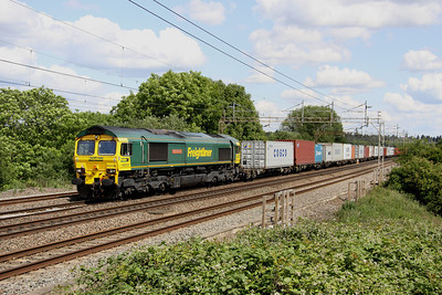 11 June. 66534 OOCL Express with the 4M20 1008 Felixstowe - Lawley Street passing Chelmscote.