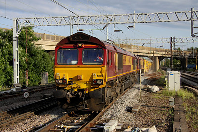 4 June. 66019 + 66128 double head the HOBC, the 6H90 1800 Willesden - Penkridge through Bletchley.