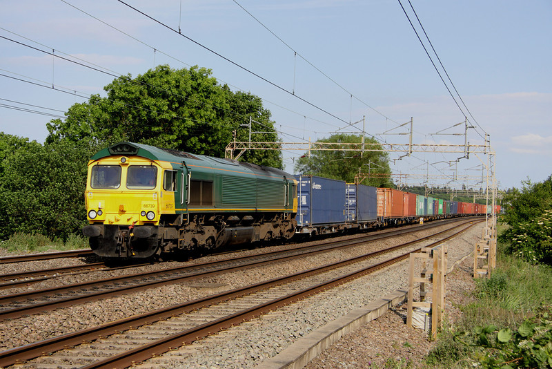 4 June. Recently relinquished by Freightliner, 66579 is seen in its new guise of 66739 working for GBRf albeit in unbranded Freightliner livery. She is seen here heading north at Chelmscote with the recently introduced 4M26 1224 Felixstowe - Hams Hall.