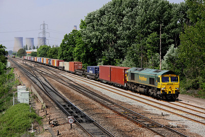 4 May. 66547 heads east along the slow at South Moreton with the 4O51 0958 Wentloog - Southampton.