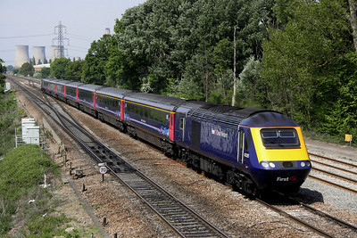 4 May. 43035 is seen heading away from Didcot at Moreton Cutting heading for Paddington.
