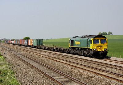 4 May. 66591 leads a partially loaded 4O27 0540 Garston - Southampton past Cholsey Manor Farm.