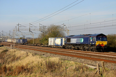 13 November. Ex Fastline Freight 66301 sweeps south at Chelmscote on the recently introduced 4L48 1116 Daventry - Ripple Lane.