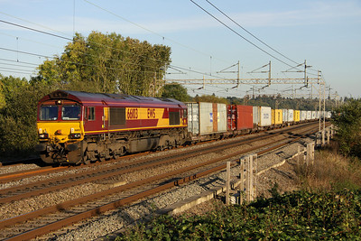 14 October. 66103 leads the 4M00 0903 Ipswich Griffin Wharf - Hams Hall through Chelmscote.
