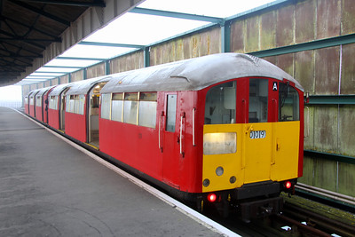 16 October. 483009 at Ryde Pier Head with the 0718 ex Shanklin.