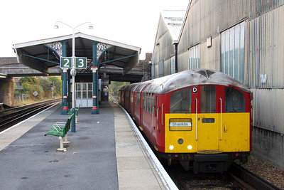 16 October. 483004 stands biding her time in platform three at Ryde St Johns Road.