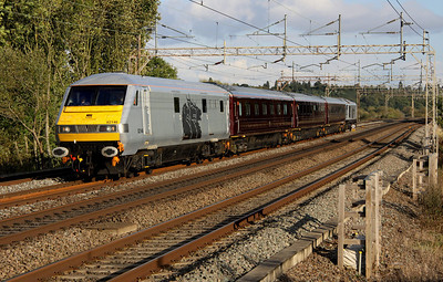 7 October. The DBS Management Train still retains EWS executive livery. With DVT 82146 leading + 10546 + 10211 + 11039 + 67029 Royal Diamond on the rear, the 5Z06 1513 Ealing Broadway - Toton passes Chelmscote.