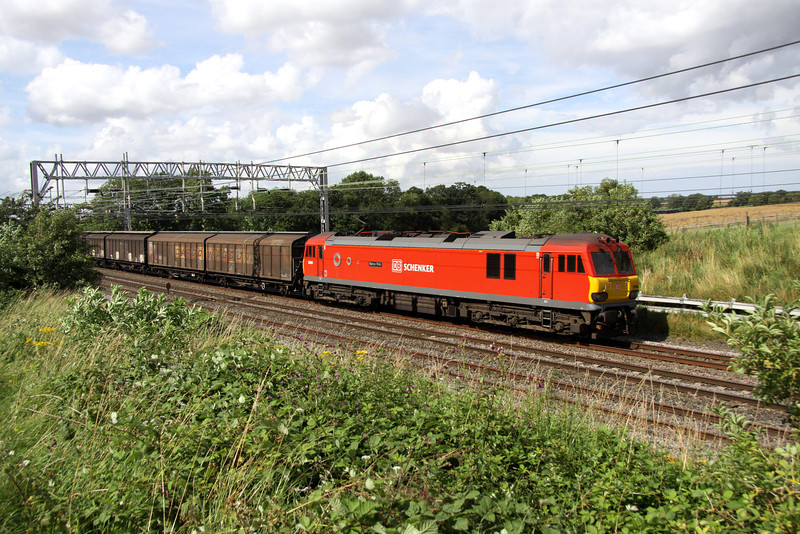 3 August. Closely following behind 5Z39 was 92009 Marco Polo leading the 6A42 1442 Daventry - Wembley vans.